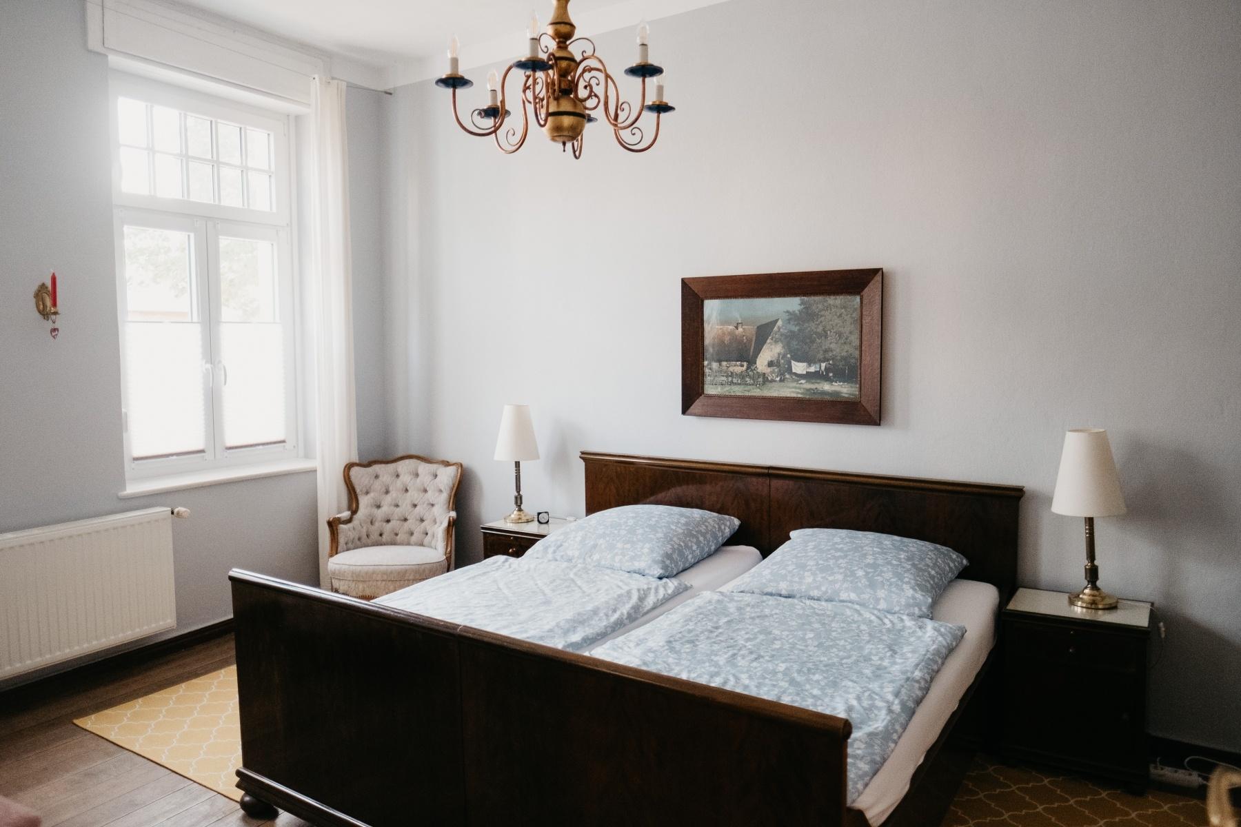Schlafzimmer-Bett-200x200